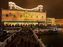 建物外壁をスクリーンに見立てた3D映像ショー (c) The Venetian Macao