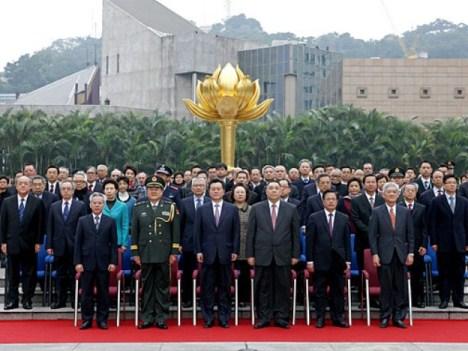 中国復帰13周年、祝賀ムード一色