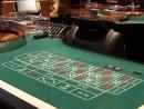 ゲーミングテーブル(写真はイメージ)―本紙撮影