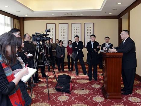 行政長官訪京―通関時間延長等実現へ向け協議