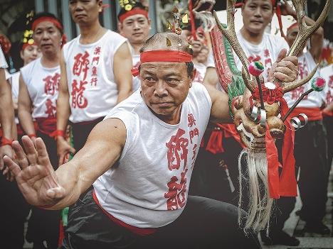 「酔龍の舞」をニースカーニバルへ派遣―文化局