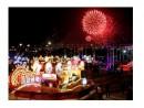 新春ムードを盛り上げるパレードと花火 (c) GCS 新聞局