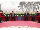 習近平国家主席(中央右)、香港特別行政区梁振英行政長官(中央左)、マカオ特別行政区の崔世安行政長官(左) (c) GCE 行政長官辨公室