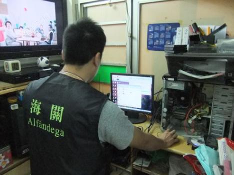 海賊版ゲームソフト販売店を検挙