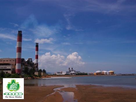 コロアン島九澳にある発電所と石油備蓄基地(資料)―本紙撮影