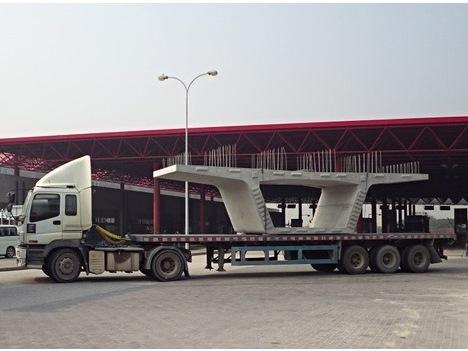 コタイボーダーから搬入される高架ユニット(運輸基建辦公室)