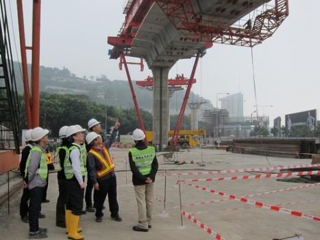 マカオLRT建設工事、高架ユニット設置始まる