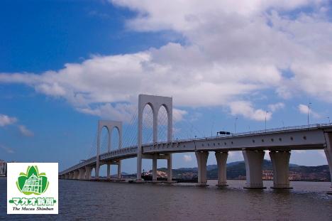 自動車・鉄道共用橋として建設された西灣大橋。LRTは下層部中央を走る(資料)―本紙撮影