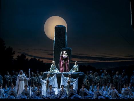 オープニング作品のトリノ王立歌劇団によるオペラ「ノルマ」(写真提供:文化局)