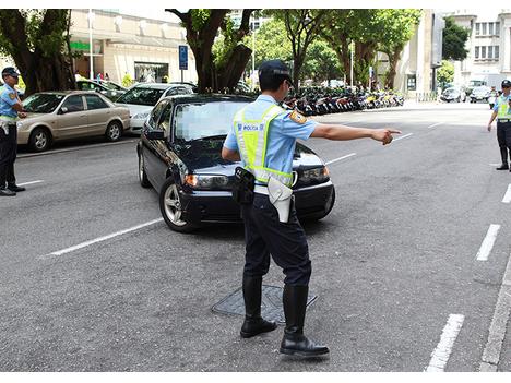 歩行者及び車・バイクに交通ルール遵守呼びかけ