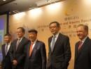 記者会見に臨むギャラクシーエンタテインメント社首脳陣。中央左:呂志和主席、中央右:フランシス・ロイ副主席—本誌撮影