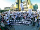 マカオ文化センター前に集合するデモ参加者ら(写真:「FMGI 澳門博彩最前線」公式Facebookページより)