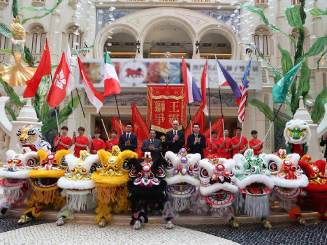 記者会見後に行われた記念撮影(写真:MGM Macau)
