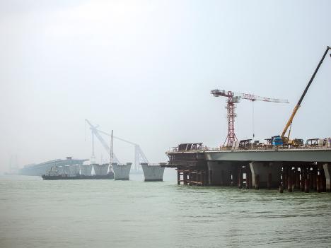 港珠澳大橋、2016年末開通目指す—マカオメディアに現場公開