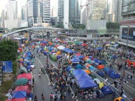 香港「セントラル占拠」開始日から1年=政府本部庁舎周辺で小規模集会