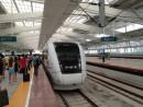 珠海駅に停車中の中国版新幹線「和諧号」CRH1型車輌。珠海駅と広州南駅の間をおよそ1時間で結ぶ(資料)=2013年6月ー本紙撮影
