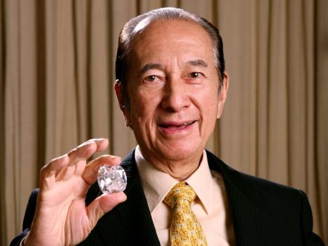 マカオのカジノ王、93歳誕生日に発熱で入院も経過は順調