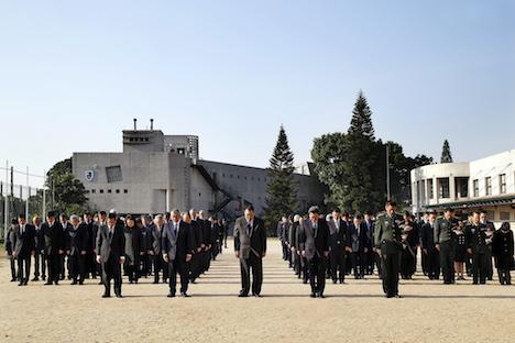マカオ政府主催の南京事件国家追悼式典で2分間の黙祷を捧げた約200人の参列者=12月13日、マカオ・コロアン島(写真:GCS)