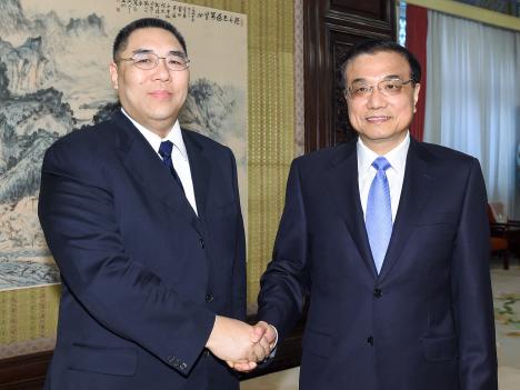 李克強首相「調整期乗り越え更なる発展を」=北京訪問中の崔世安マカオ行政長官と会談