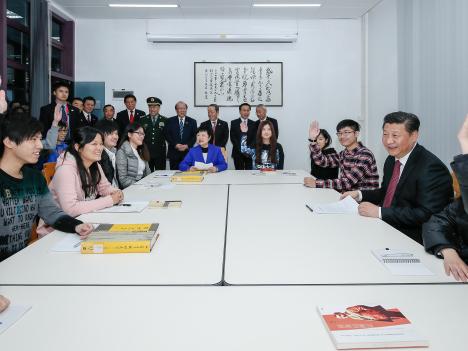 習主席、中国「五千年」の文明に誇りを=マカオ大学訪問時、寄宿生らを激励