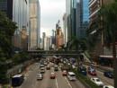香港の幹線道路で通行量も多いグロセスターロード(資料写真)=香港島・ワンチャイ—本紙撮影