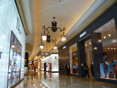 中国本土富裕層の消費意欲減速続く、マカオの小売販売総額13%減=15年Q2、高級品振るわず