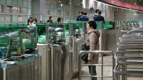 通関時間延長初日午前6時頃の關閘イミグレーション入境審査場の様子=12月18日(写真:PSP)