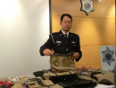 マカオ税関がマカオ国際空港で押収した中国本土で生産されたとみられる有名ブランドのコピー商品(資料写真)=2014年12月10日(写真:澳門海關)