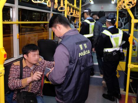 マカオ警察、路線バス対象の一斉検問実施=身分証不携行で3人拘束