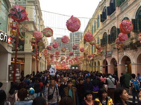 中国、海外へ向かう団体旅行にマナー指導員同行させる新制度導入か