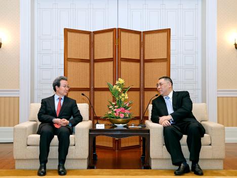 程永華駐日中国大使「マカオと日本の交流サポート」=マカオ行政長官との会談で示す