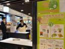 レジ袋有料化の全面実施に伴い、香港のスーパー店頭に掲示された啓発ポスター(写真:news.gov.hk)