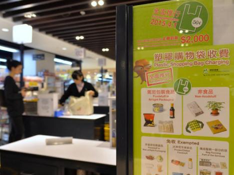 香港でレジ袋有料化全面実施、対象10万店超に拡大=1枚約7.7円