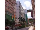 白い壁のビル(写真中央)がブランドオフアウトレット店の入るリデイ・イン・ゴールデンマイル(資料)=香港・九龍尖沙咀ネイザンロード—本紙撮影
