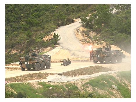 中国人民解放軍駐香港部隊が実弾軍事演習を公開実施=返還後初めて