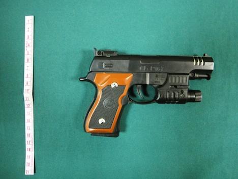 マカオ警察、架空の拳銃強盗装い「どっきり動画」撮影した若者らに威嚇罪適用へ=通行人に恐怖与える行為