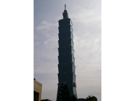 「台北101」にドローンぶつけた中国本土旅客に120万円の罰金適用へ=民間航空法違反