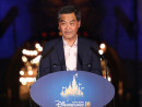 香港ディズニーランド開園10周年セレモニーでスピーチを行う香港特別行政区の梁振英行政長官=9月11日(写真:news.gov.hk)