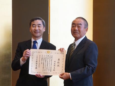 マカオ在住の村石邦夫氏が平成27年度外務大臣表彰受賞=現地で表彰伝達式開催
