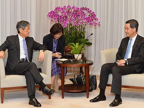 梁振英香港行政長官「日本企業の香港活用に期待」=高村正彦元外相と会談