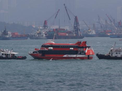 香港とマカオ結ぶ高速船、海上浮遊物と衝突=日本人含む100人以上負傷