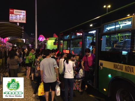 マカオの路線バス(資料)=プラサ・フェレイラ・アマラル・バスターミナル—本紙撮影