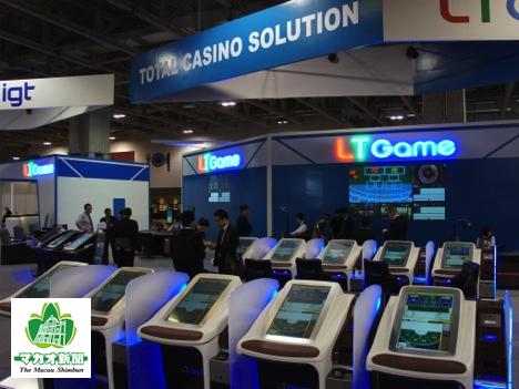 LTゲーム社が国際カジノ見本市「マカオゲーミングショー2014(MGS2014)」に出店したライブ中継型ゲーミングマシン=2014年11月—本紙撮影