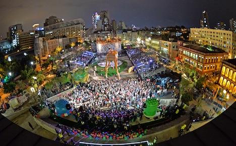 マカオ、ラテンパレードに観衆10万人=返還16周年と歴史市街地区の世界遺産登録10周年祝う