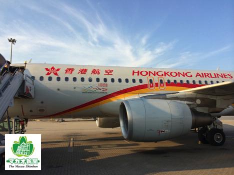 香港国際空港に駐機中の香港航空機(資料)—本紙撮影