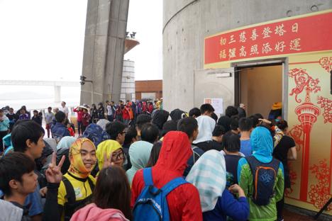 マカオタワーを階段で駆け上がる春節恒例イベント開催=1913人が参加