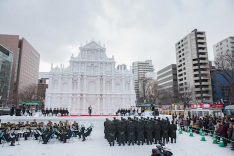 マカオのシンボルがさっぽろ雪まつりに登場=世界遺産聖ポール天主堂跡を自衛隊員らが忠実に再現