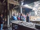 火災の影響で激しい損傷を受けた媽閣廟を視察するマカオ政府社会文化庁のアレクシス・タム長官ら関係者一行=2016年2月10日(写真:ICM)