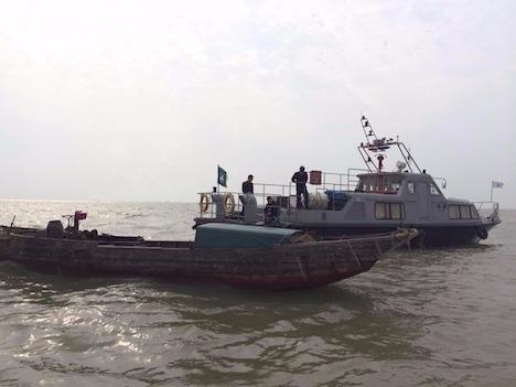 マカオ、浸水の密航船から緊急通報…無事救助も全員御用
