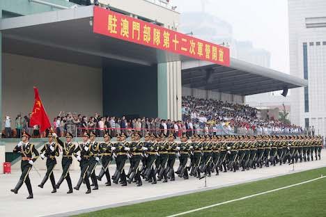 中国人民解放軍が駐マカオ部隊駐屯地を公開=市民ら6500人が見学
